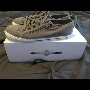 Aldo low top gray canvas sneakers size 8.5